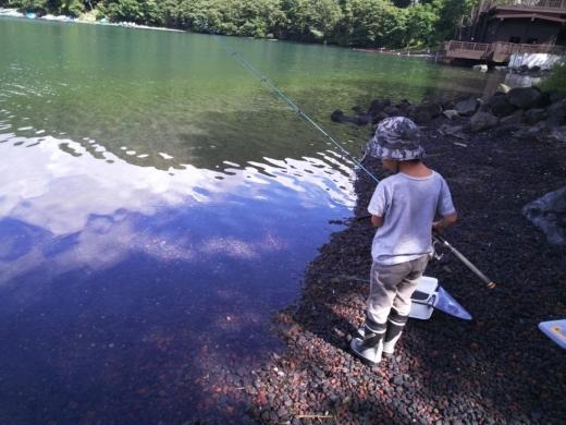 中禅寺湖のおかっぱり釣り (5)