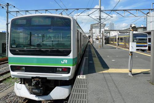成田駅の我孫子行きE231系
