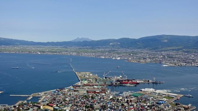 72函館山展望台から港と駒ヶ岳方面