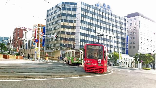 76函館駅前を走る市電
