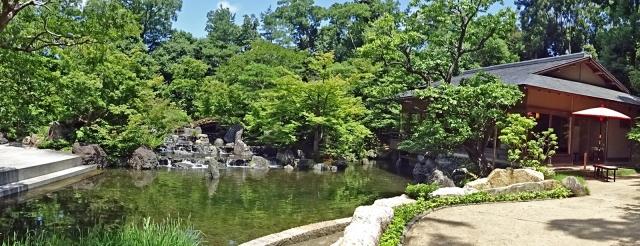 22石舞台・清流と池泉・茶屋