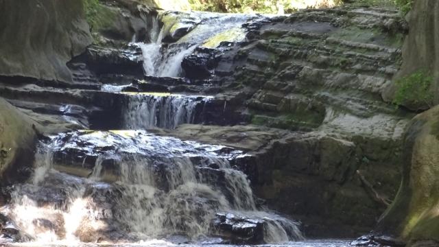 27濃溝の滝2