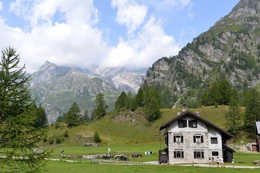 STK 1270 - 北イタリアの秘境・魔女の湖(Lago delle Streghe)