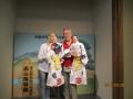 文楽人形を持つ、チェルカッスキーとコンドラショワ夫妻