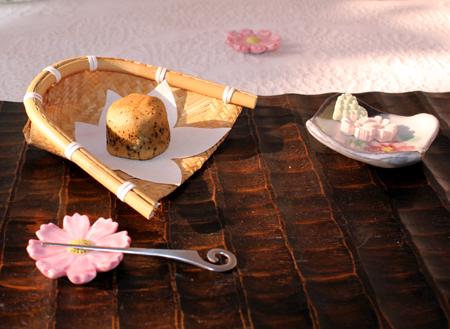 今日のティ-タイム・紅茶りんご饅頭