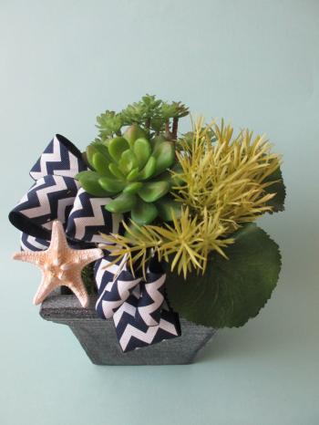 フェイクグリーンと貝殻のフラワーアレンジメント