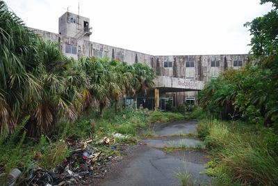 八丈島の廃ホテル01