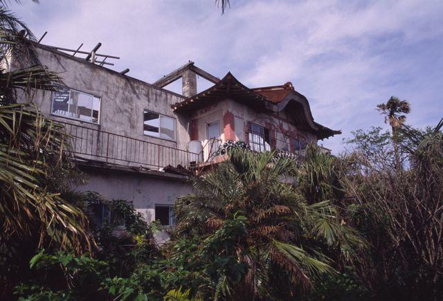 八丈島の廃ホテル