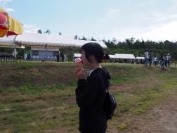 ババヘラアイスを食べる