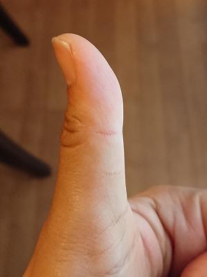 親指もまっすぐ