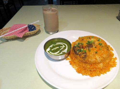 インド風焼き飯とアイスチャイ