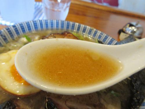 スープに雑味無く繊細