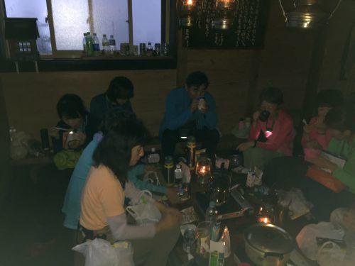小屋の夕食風景