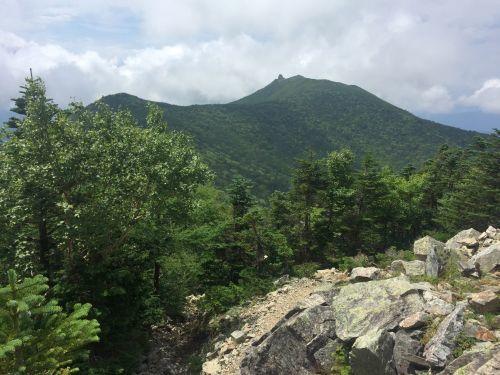 朝日岳からみた金峰山と五丈岩