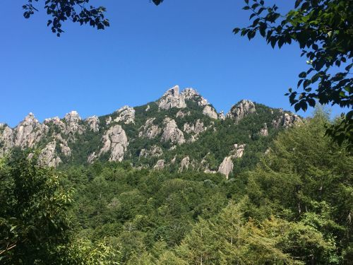 下山途中からの瑞垣山