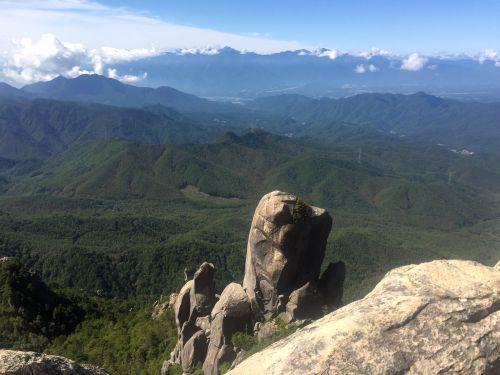 大やすり岩と南アルプス