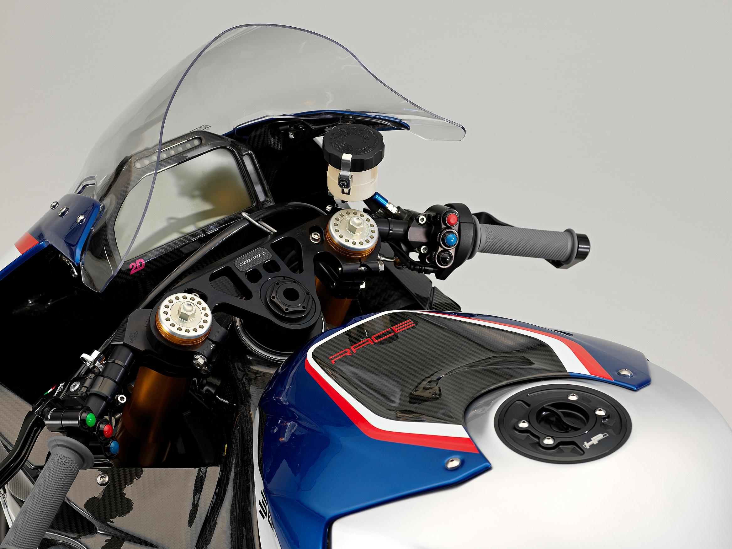 70_P90254463_highRes_bmw-hp4-race-04-2017.jpg