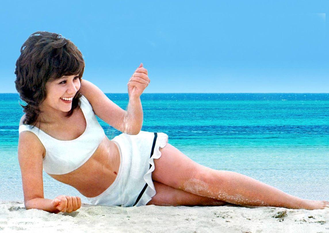 砂浜に遊ぶ天地真理02_H_Sato