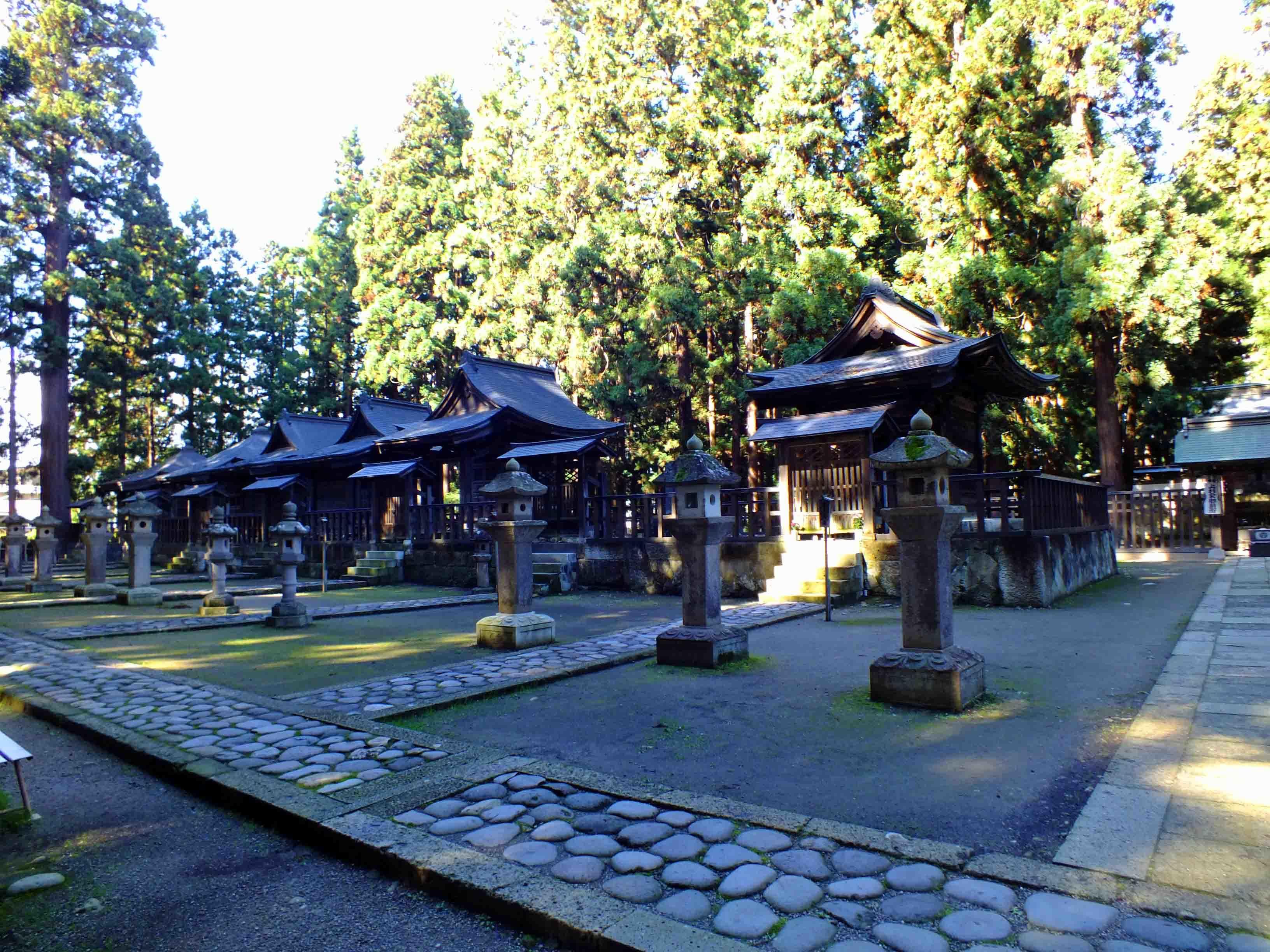 歴代藩主廟所 左側