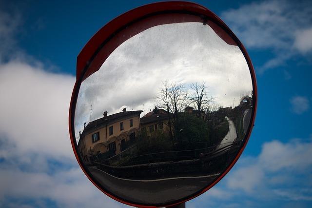 mirror-2199314_640.jpg