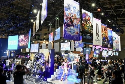 【悲報】CS市場3分の1に減、東京ゲームショウ初日の来場者数も4800人減 ←日本市場壊滅なんだけど・・・・