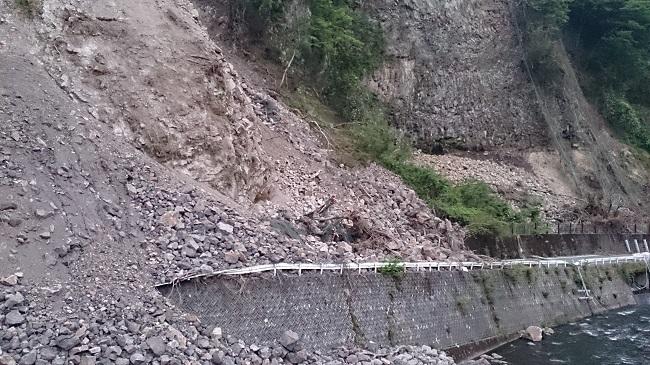 県道 がけ崩れ