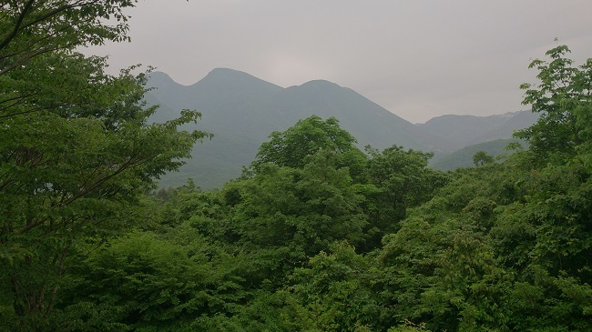 周辺の山々