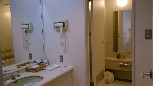 城島高原ホテル 和洋室 洗面台、浴室