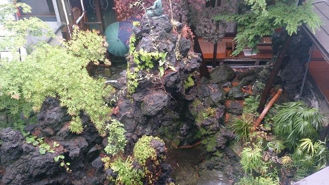 和室からの中庭眺望