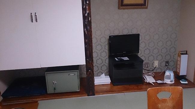 ホテル福原 和室 テレビ、金庫