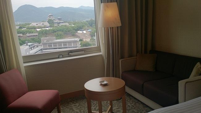 ホテル日航熊本 部屋 テーブル、ソファーセット