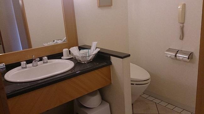 ホテル日航熊本 部屋 洗面台、トイレ