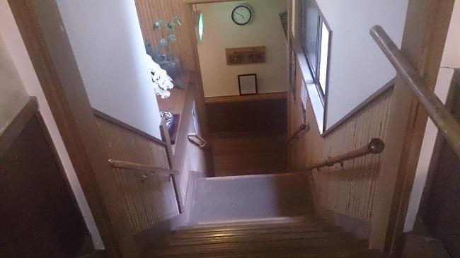 芳野旅館 大浴場への階段