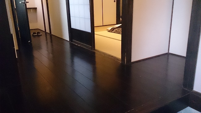 離れの宿白木 玄関、廊下