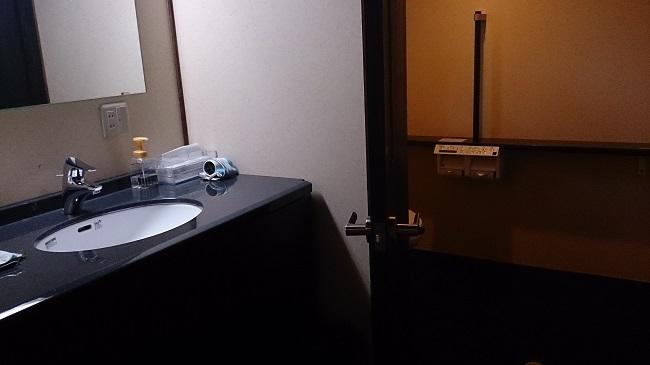 離れの宿白木 廊下 洗面台、トイレ