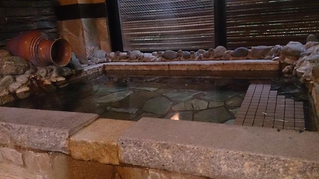 浜膳旅館 部屋 風呂 湯船2
