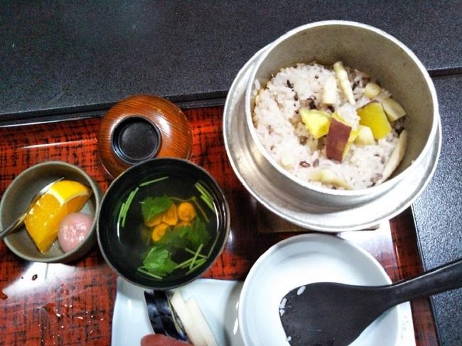 北原荘 夕食 山菜釜飯
