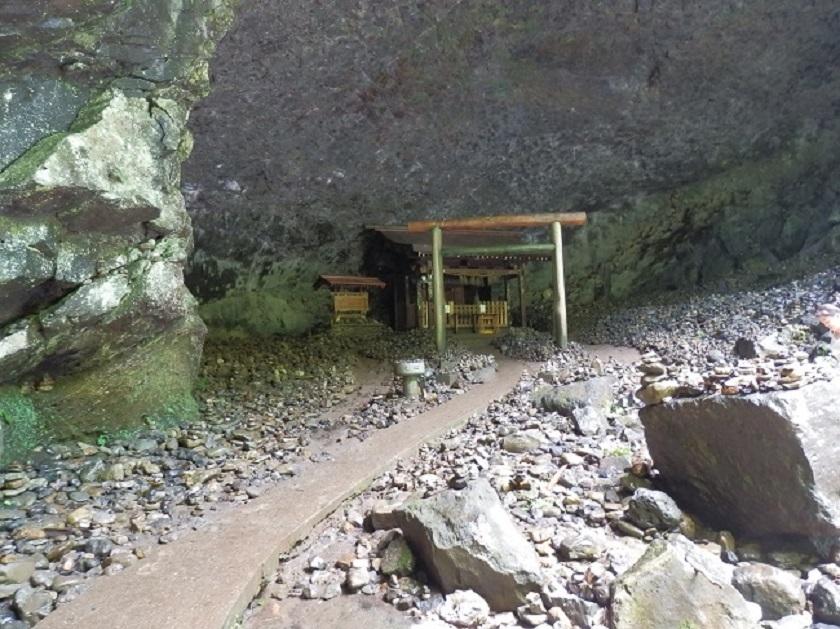 天安河原 洞窟