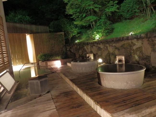 大浴場 露天風呂 夜