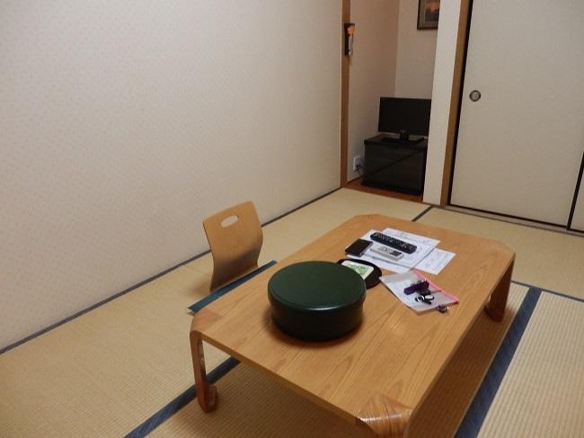 極楽寺山温泉 和洋室 座卓、テレビ
