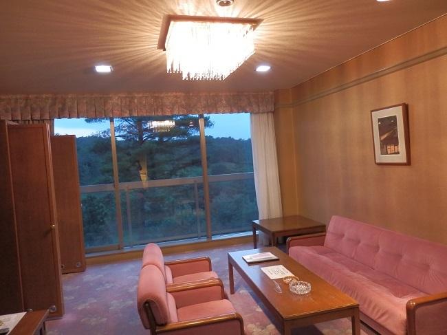 作州武蔵温泉 部屋 リビング3