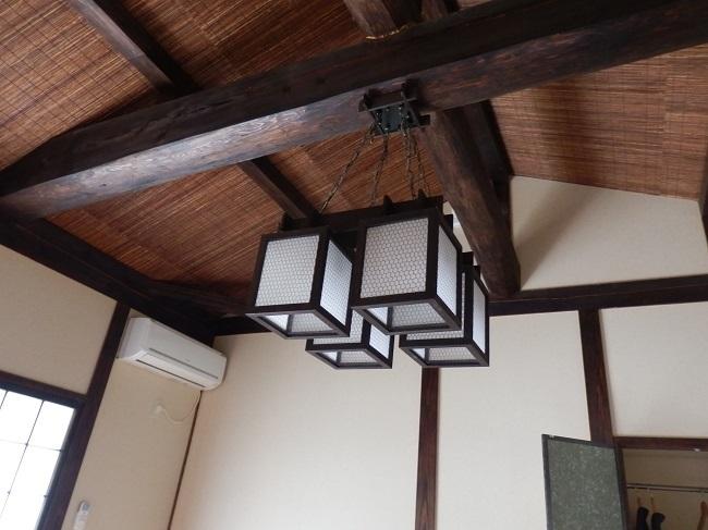 離れの宿白木 和室 天井