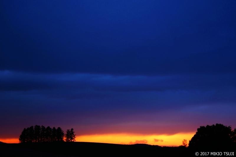 絶景探しの旅 - 0293 雨降る丘のマジックアワー (北海道 美瑛町)