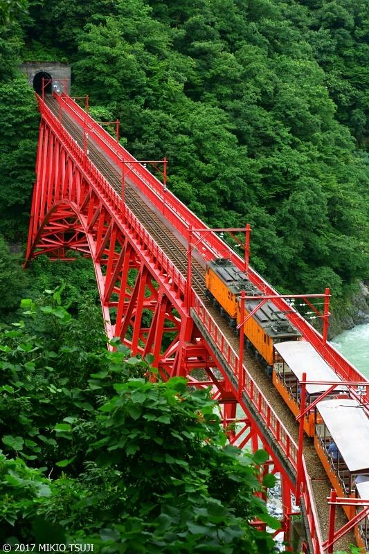 絶景探しの旅 - 0323 宇奈月を出発する黒部渓谷トロッコ電車 (富山県 黒部市)