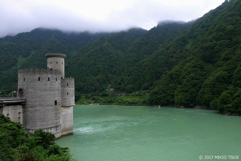 絶景探しの旅 - 0324 湖上の古城 新柳河原発電所 (富山県 黒部市)