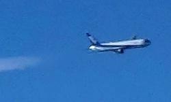 ANA飛行機雲を引き連れて