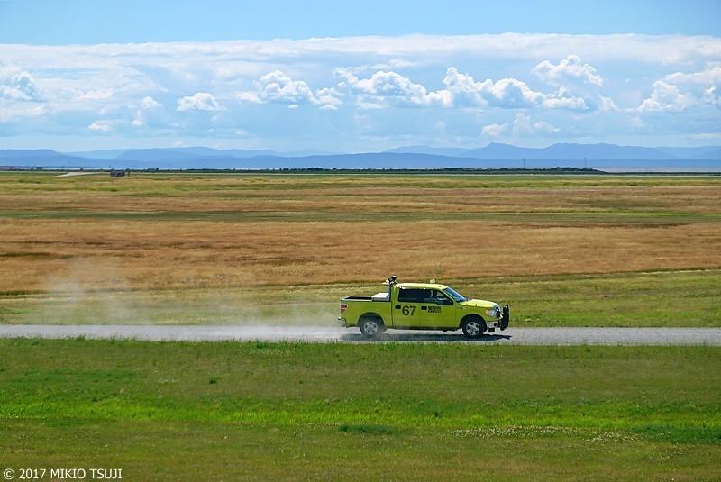 絶景探しの旅 - 0341 土埃を上げ走るトラック (カナダ バンクーバー)