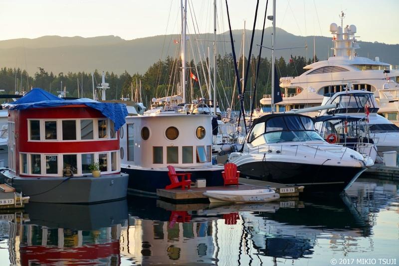 絶景探しの旅 - 0346 カ<br />可愛いボートの停泊するヨットハーバー (カナダ バンクーバー)