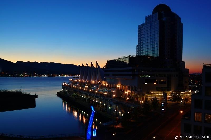 絶景探しの旅 - 0349 カナダプレイスのトワイライトの夜明け (カナダ バンクーバー)
