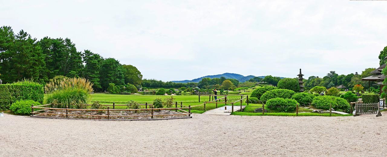 20170923 後楽園今日の鶴鳴館前庭から眺めた園内ワイド風景 (1)